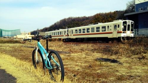 一回だけすれ違った電車。少ないからしょうがない。